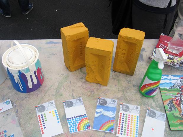 Yellow bricks and dots table